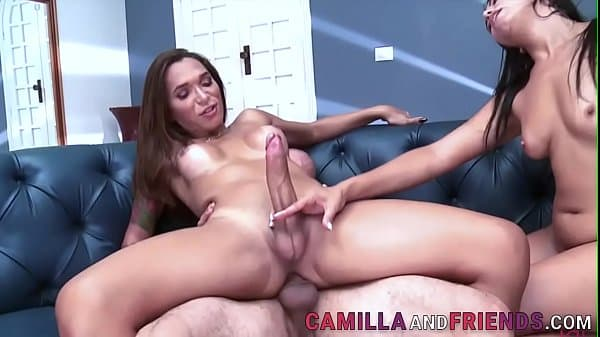 Hung shemale in threeway gets sucked
