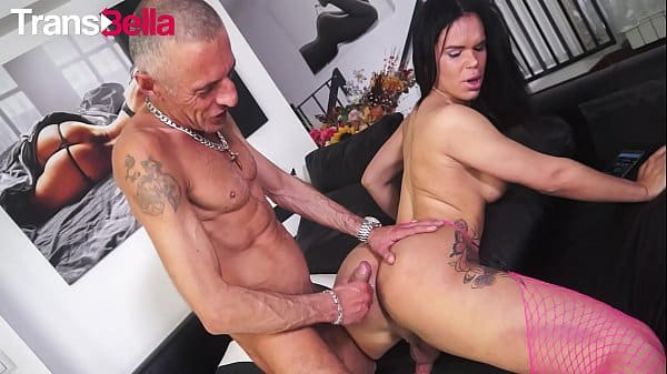 TRANSBELLA – Hot Flip Flop Fuck With Brazilian Big Booty Tranny Kelly Cesario